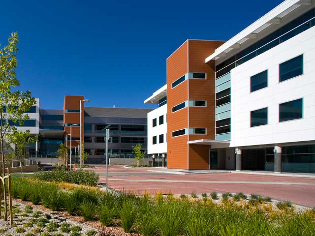 <h1>Equinox Business Park, Deakin</h1>