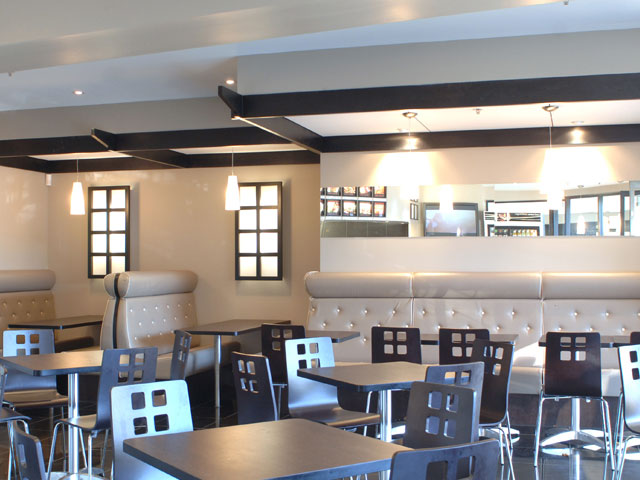 <h1>Sizzle Café, ANU</h1>Sizzle Café, at The Australian National University (ANU), is characterised by clean polished lines. 